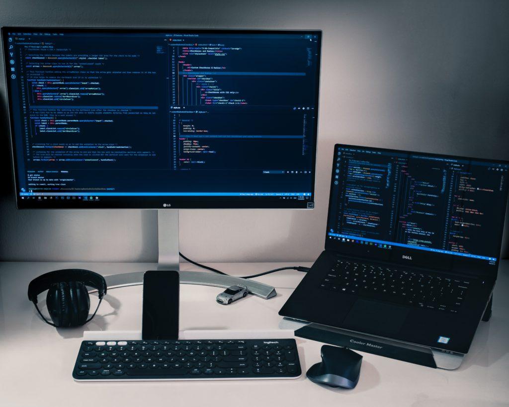 2台のパソコンを使ってプログラミング学習をする